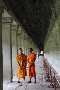 Fiatal szerzetesek