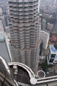 A másik torony lefelé