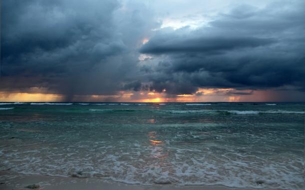 Napfelkelte az óceán felett